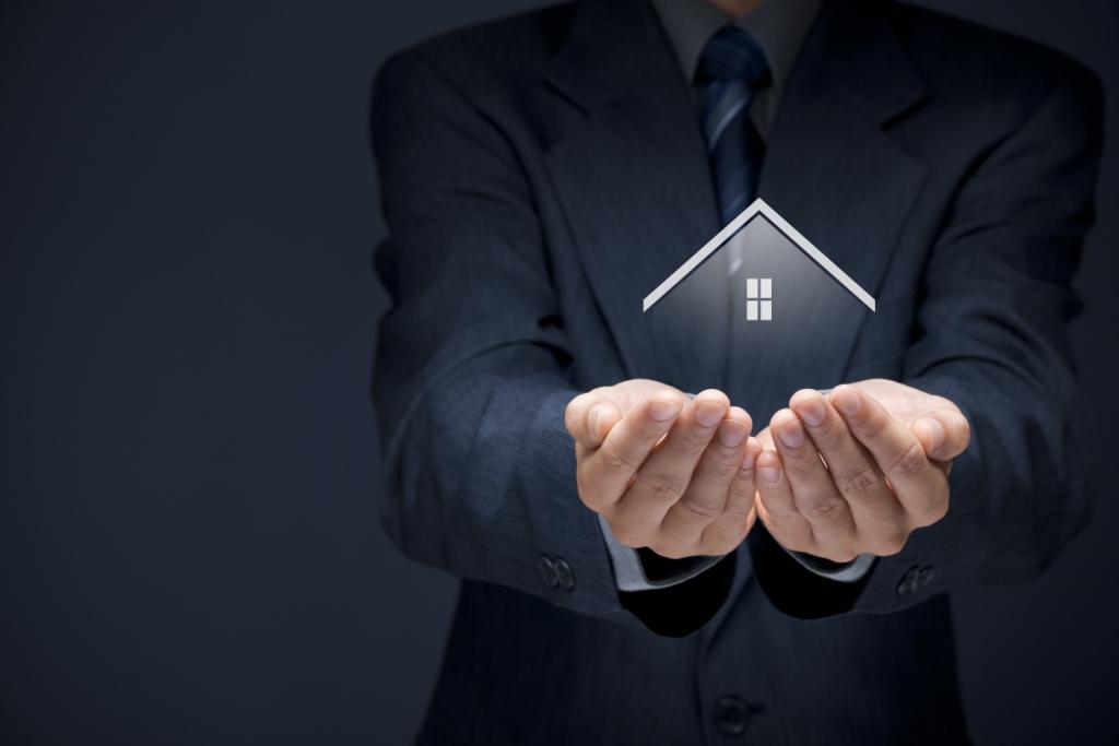 insurance-agent-holding-house